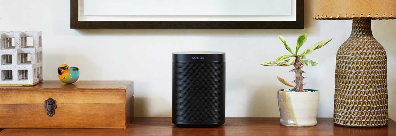 Sonos Gerät auf Sideboard