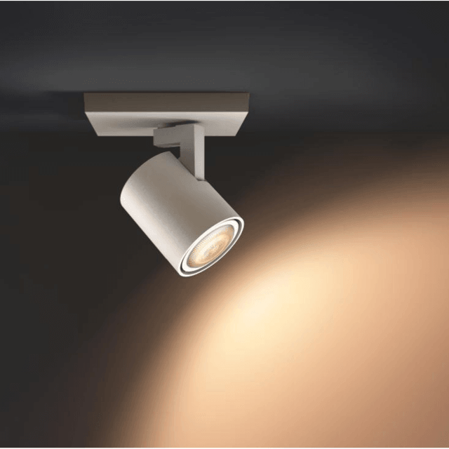 Philips Hue Runner LED 1-er Spot 250lm Erweiterung in weiß in dunkler Umgebung