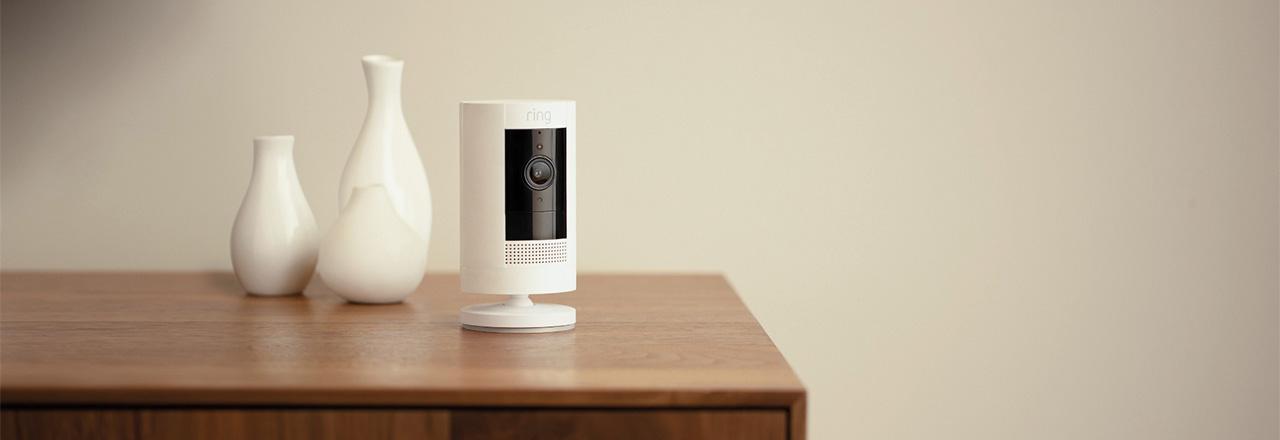 Installierte Arlo Ultra 4K Kamera mit Scheinwerfer