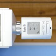 AVM FRITZ!DECT 301 Dreierpack - Smarter Heizkörper-Thermostat von oben an Heizung