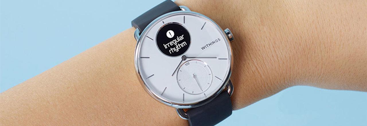 Withings Smartwatch an Handgelenk