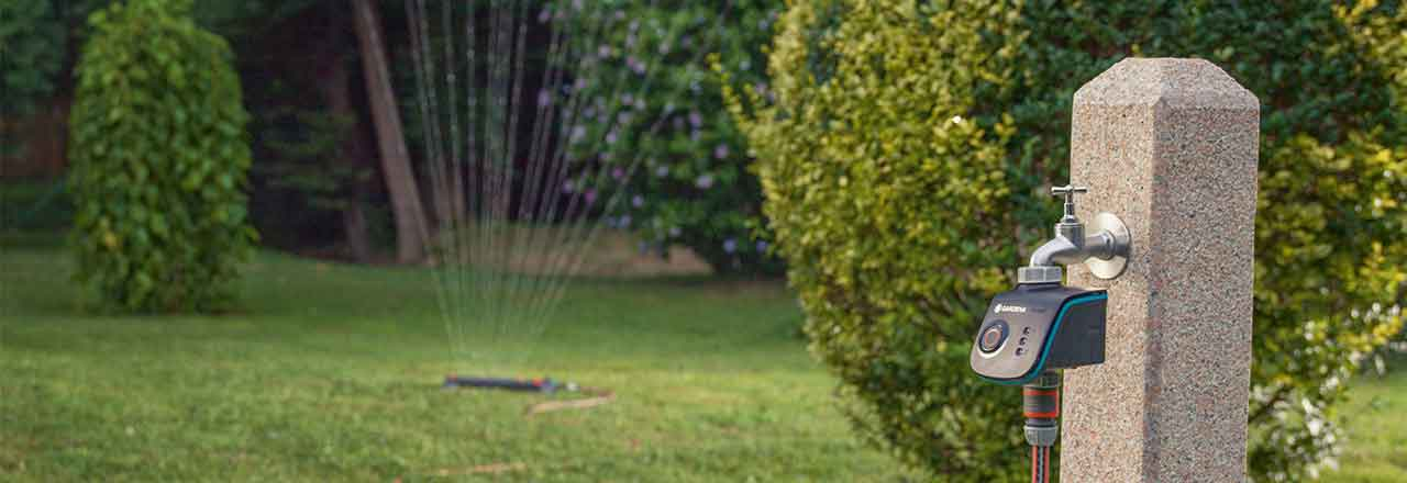 Smartes Gardena Bewässerungsgerät in Garten