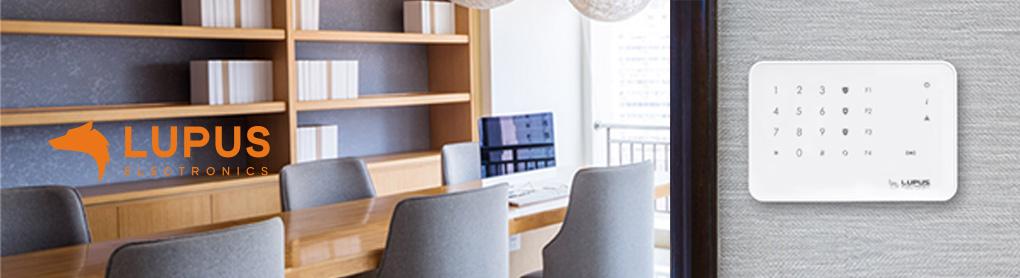 Besprechungsraum mit smartem Lupus Sicherheitssystem an Wand montiert