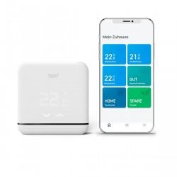 tado° Smarte Klimaanlagen-Steuerung V3+ neben der Tado app von vorne