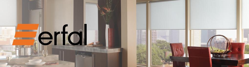 Wohnküche mit Fensterfront neben erfal Logo