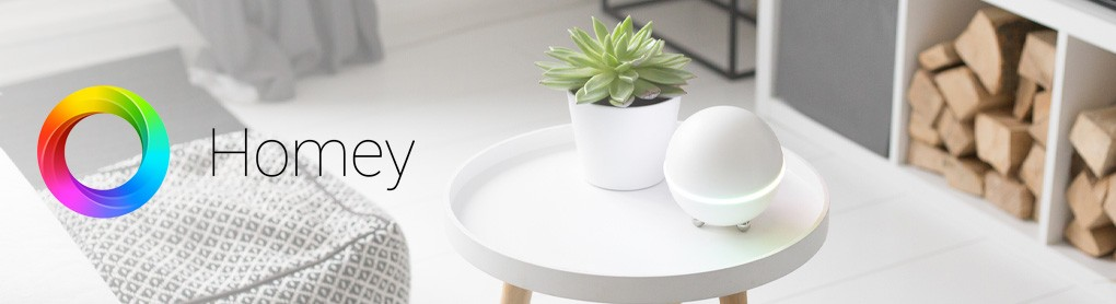 Wohnzimmertisch mit Homey Smart Hub und Homey Logo