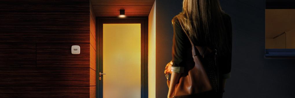 Hauseingang mit smarter Eve Beleuchtung und smartem Eve Bewegungsmelder