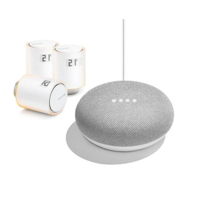 3 Netatmo Heizkörperthermostate in weiß und Google Home Mini Sprachassistent in hellgrau