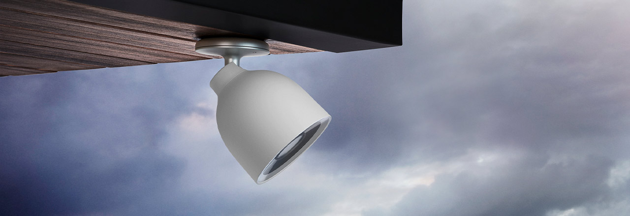 An Decke installierte Google Nest Outdoor Cam