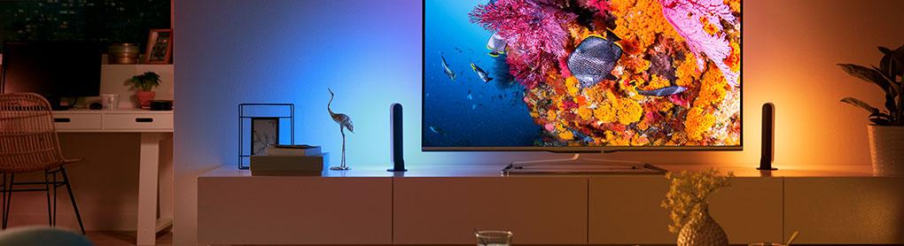 Farbige Ambient Belechtung hinter einem Fernseher