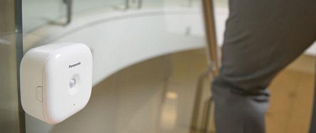 Glasbruchsensor an Glastüre installiert