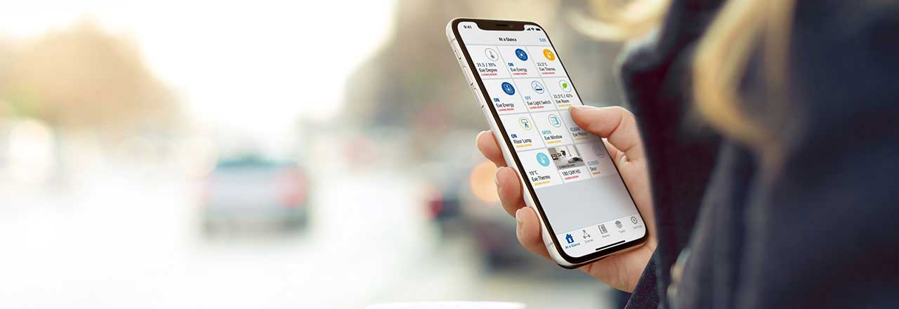 Smartphone mit geöffneter Eve Wetterstations-App